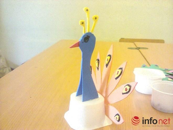 Cô giáo trẻ sáng tạo đồ chơi độc đáo từ những thứ vứt đi - 3