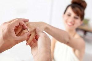 Chồng giấu tôi, mua nhẫn đính hôn với bồ
