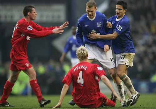 """10 cầu thủ """"xấu chơi"""" nhất lịch sử Premier League - 6"""