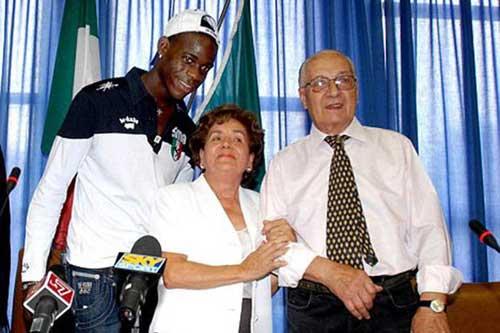 """Balotelli: Đứa trẻ bị bỏ rơi & ngôi sao """"rắc rối"""" - 2"""