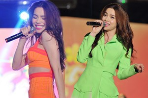 Hà Hồ cởi áo hát nhảy cực sung cùng sinh viên