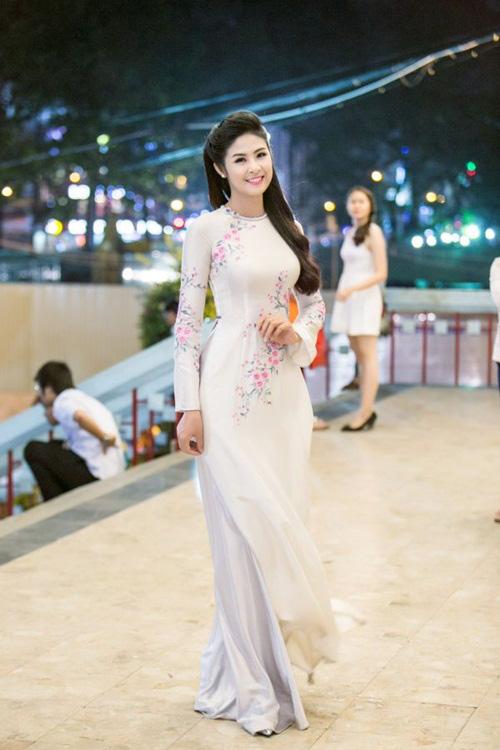 Mỹ nhân Việt nô nức mặc áo dài chào Xuân Ất Mùi - 13
