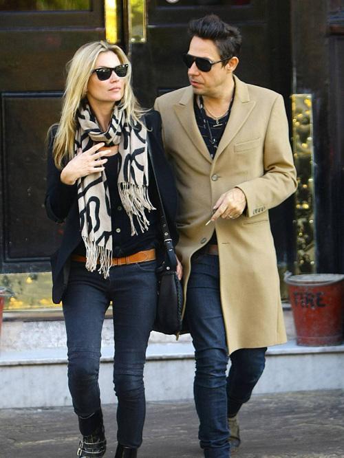 """10 cặp đôi """"lắm tiền nhiều của"""" ăn mặc sành điệu - 10"""