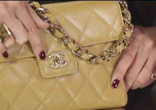 """Xem clip 3 bước """"vạch mặt"""" túi Chanel nhái - 3"""