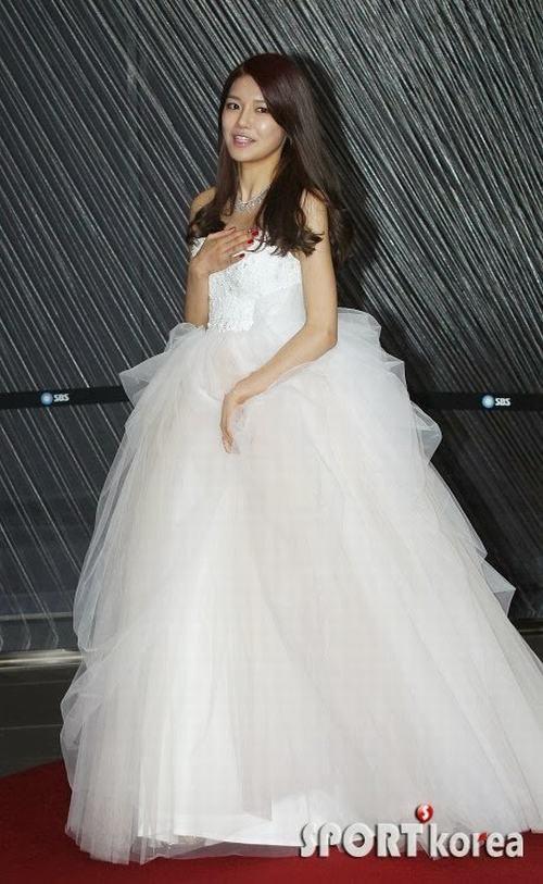 Top 10 sao nữ Kpop mặc váy cưới đẹp nhất - 4