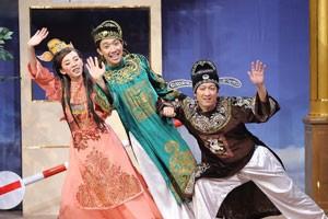 """Trấn Thành """"cưa cẩm"""" hoa hậu hài Thu Trang"""
