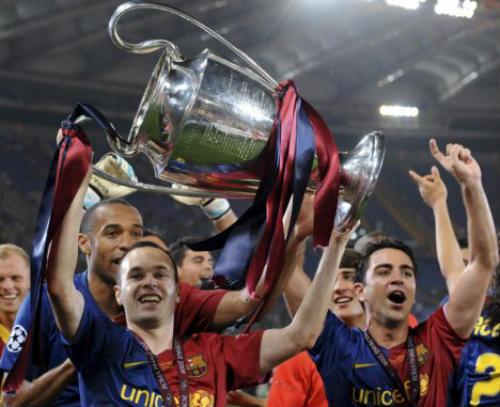 Iniesta & Scholes: Mẫu tiền vệ lý tưởng dần vắng bóng - 1