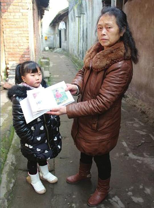 Thiếu nữ 20 mang hình hài bé gái 7 tuổi - 1