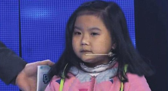 Thiếu nữ 20 mang hình hài bé gái 7 tuổi - 2
