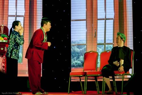 Hoài Linh lấy nước mắt khán giả Bình Dương - 2