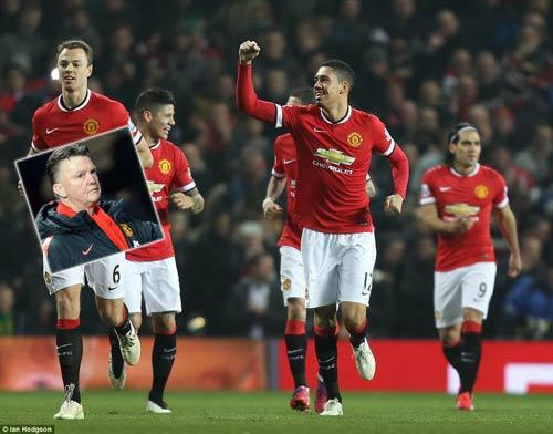 MU thắng 3-1, Van Gaal vẫn lắc đầu ngán ngẩm - 1