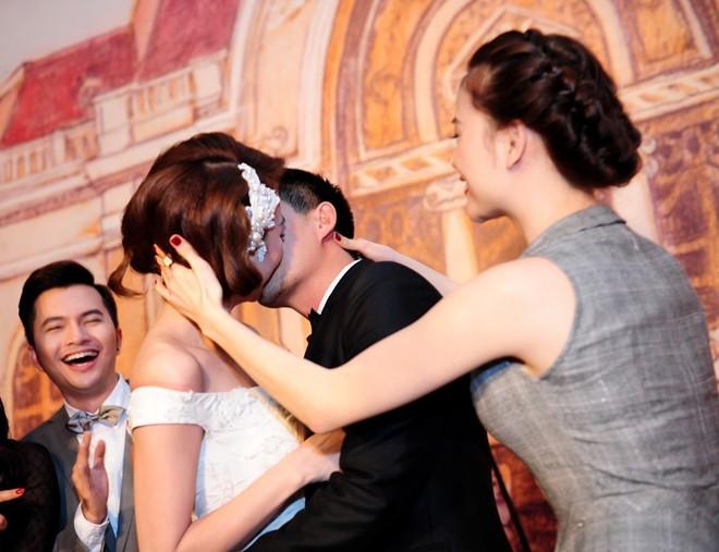 Khoảnh khắc khó quên trong đám cưới của sao Việt - 1