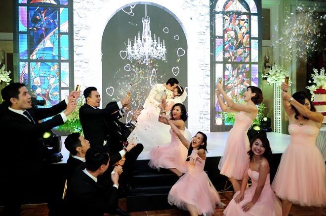 Khoảnh khắc khó quên trong đám cưới của sao Việt - 4