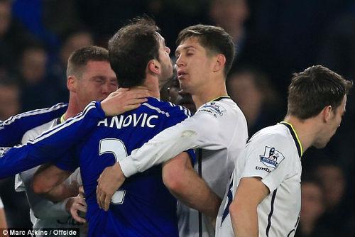 Nghi án Ivanovic bắt chước Suarez cắn người - 5