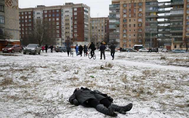 """Ukraine: Ảnh """"Chiến tranh là địa ngục"""" gây ám ảnh - 1"""