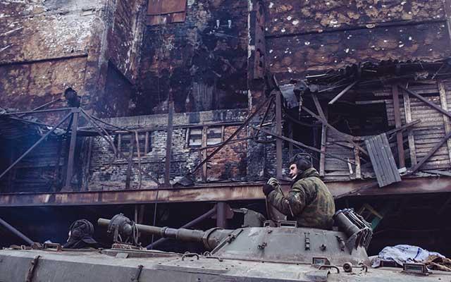 """Ukraine: Ảnh """"Chiến tranh là địa ngục"""" gây ám ảnh - 8"""