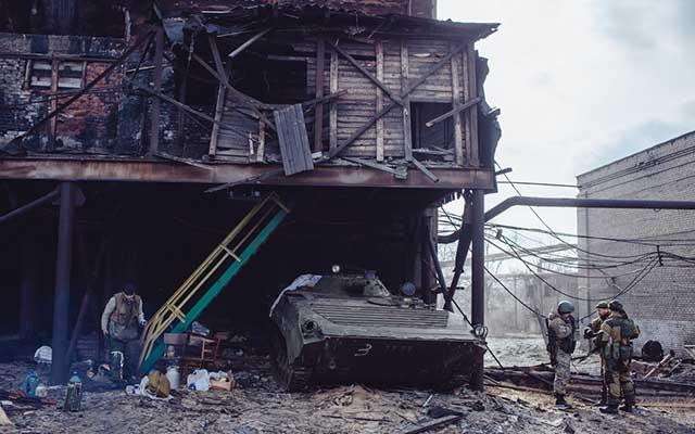 """Ukraine: Ảnh """"Chiến tranh là địa ngục"""" gây ám ảnh - 9"""