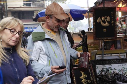 Chiêm ngưỡng dê đồng giá bạc triệu ở chợ đồ cổ Hà Nội - 7