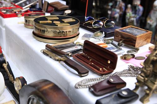 Chiêm ngưỡng dê đồng giá bạc triệu ở chợ đồ cổ Hà Nội - 8