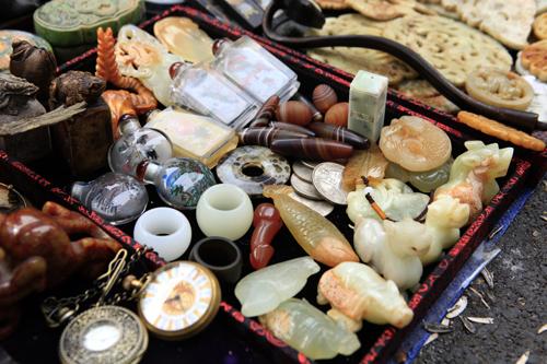 Chiêm ngưỡng dê đồng giá bạc triệu ở chợ đồ cổ Hà Nội - 14