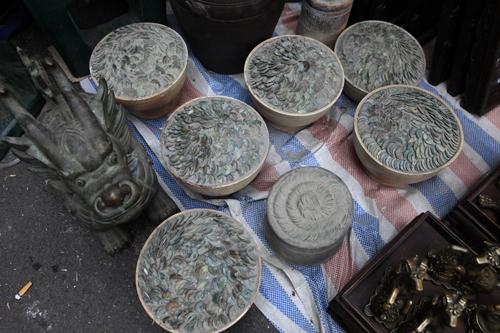 Chiêm ngưỡng dê đồng giá bạc triệu ở chợ đồ cổ Hà Nội - 10