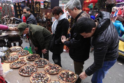 Chiêm ngưỡng dê đồng giá bạc triệu ở chợ đồ cổ Hà Nội - 17
