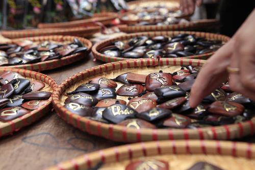 Chiêm ngưỡng dê đồng giá bạc triệu ở chợ đồ cổ Hà Nội - 16