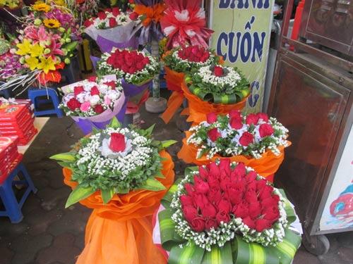 Giá hoa tươi tăng chóng mặt dịp Valentine - 1