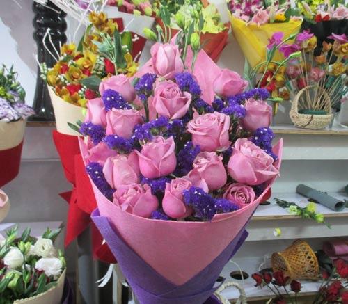Giá hoa tươi tăng chóng mặt dịp Valentine - 4