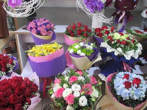Giá hoa tươi tăng chóng mặt dịp Valentine - 2