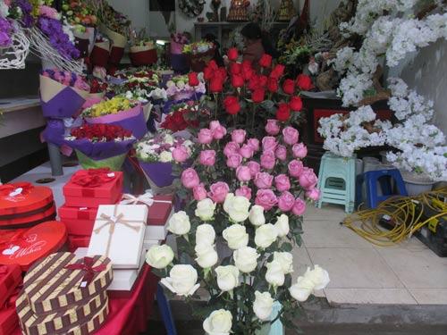 Giá hoa tươi tăng chóng mặt dịp Valentine - 3