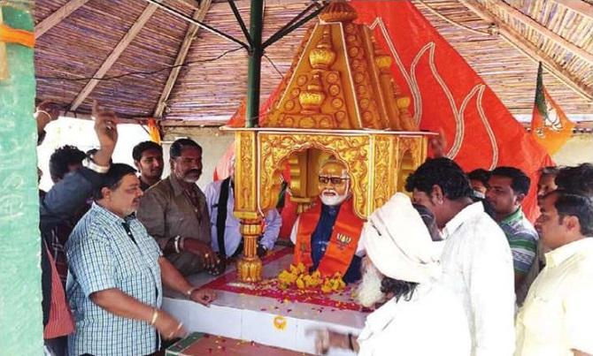 Thủ tướng Ấn Độ phát hoảng vì được dân dựng đền thờ - 2