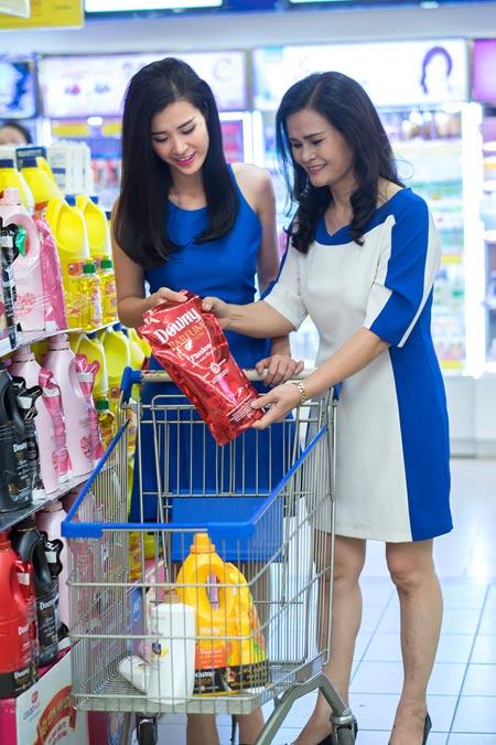 Cùng Đông Nhi, Hồng Vân đi mua sắm Tết - 2