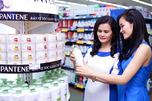 Cùng Đông Nhi, Hồng Vân đi mua sắm Tết - 4