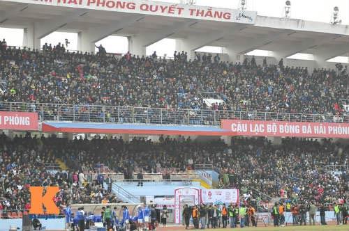 Nhà vệ sinh bẩn tại V-League sẽ bị xử nặng - 1