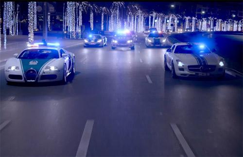 Cảnh sát Dubai khoe siêu xe theo cách Fast and Furious - 1