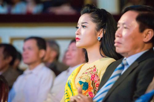 """5 mỹ nhân Việt bị chụp """"lén"""" vẫn xinh như mộng - 8"""