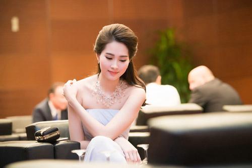 """5 mỹ nhân Việt bị chụp """"lén"""" vẫn xinh như mộng - 11"""