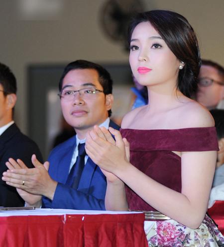 """5 mỹ nhân Việt bị chụp """"lén"""" vẫn xinh như mộng - 14"""