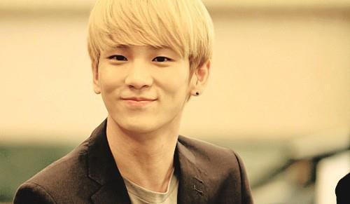 """13 """"nam thần"""" Kpop fan muốn làm bạn trai ngày Valentine - 2"""