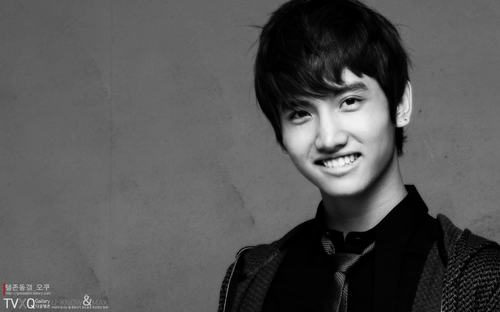 """13 """"nam thần"""" Kpop fan muốn làm bạn trai ngày Valentine - 1"""