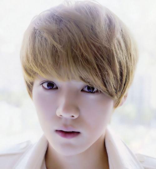 """13 """"nam thần"""" Kpop fan muốn làm bạn trai ngày Valentine - 11"""