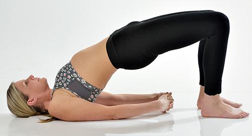 7 bài tập yoga giúp thân hình thon gọn - 5