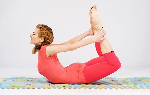 7 bai tap yoga giup than hinh thon gon - 2