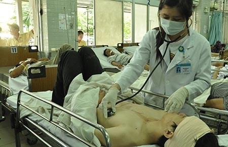 Tết, BV Bạch Mai khám chữa bệnh như bình thường - 1