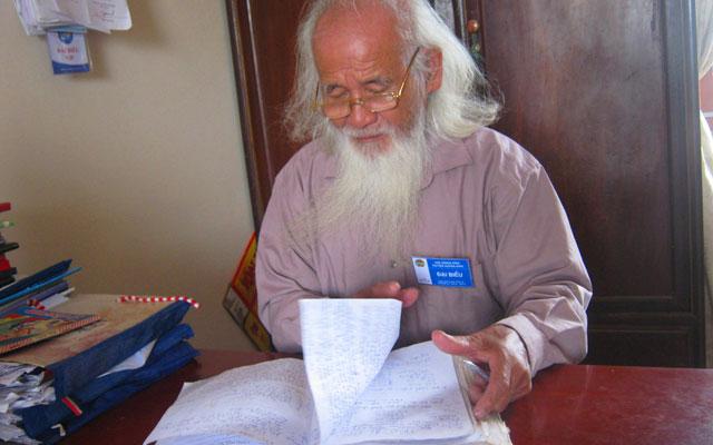 Thầy giáo già trồng chuối gây quỹ khuyến học - 1