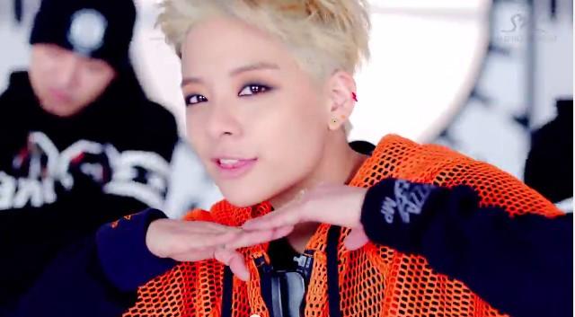 """""""Cô nàng đẹp trai"""" của K-pop """"quậy tưng"""" trong MV solo - 1"""