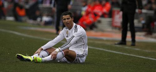 """Ronaldo: Trái tim """"rỉ máu"""", đôi chân tổn thương - 2"""