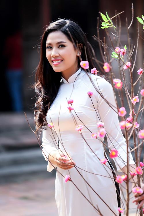 Nguyễn Thị Loan mặc áo dài hát Xoan - 12