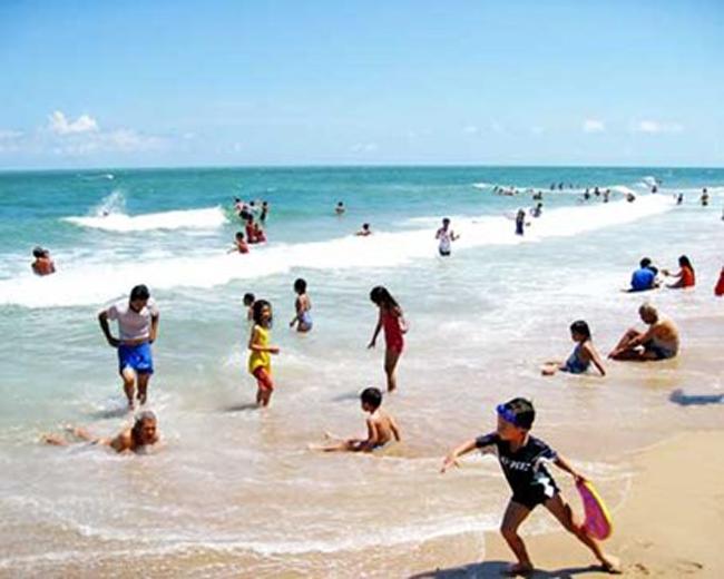 Bên cạnh đó, Bãi Dài, Phú Quốc cũng nằm trong danh sách bình chọn những bãi biển cát trắng đẹp trên thế giới và đứng ở vị trí thứ sáu trên tổng số 13 địa danh. Đứng đầu danh sách là bãi biển Bottem Bay, Barbados. Ngoài Việt Nam, đại diện thứ hai của châu Á nằm trong danh sách này là Thái Lan.  Theo các chuyên gia nước ngoài đánh giá, bãi biển này sở hữu những bãi tắm đẹp, phong cảnh tự nhiên còn giữ nguyên được vẻ nguyên sơ và đặc biệt là chỉ với giá cả rất phải chăng. Nơi đây chắc chắn sẽ đem đến cho du khách những trải nghiệm thú vị bất ngờ mà không phải nơi nào cũng có.